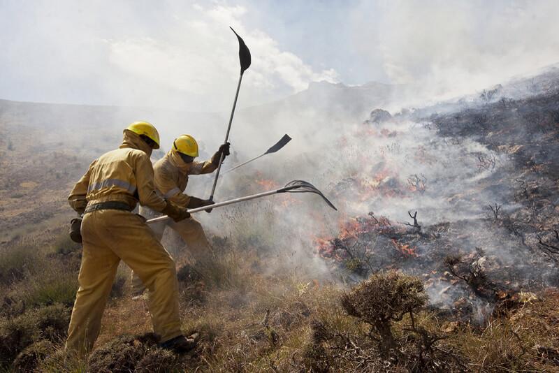 Equipos para la extinción de incendios en Tocarama